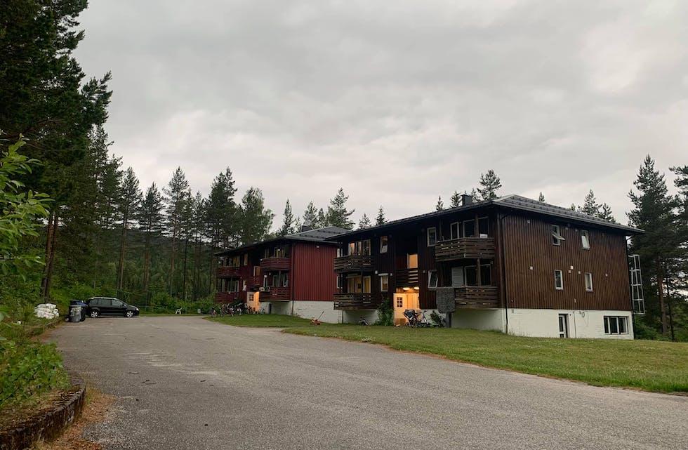 Alle i karantene: Alle beboerne ved Nome mottak er i karantene. En person testet positivt for covid-19 fredag kveld. Lørdag viste hurtigtester at ytterligere tre kan være smittet.