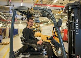 Knut Henning Stoa (23) fra Ulefoss er en av åtte ansatte, som har kommet til Bandak via Nav, og fått fast stilling i løpet av de siste to årene.