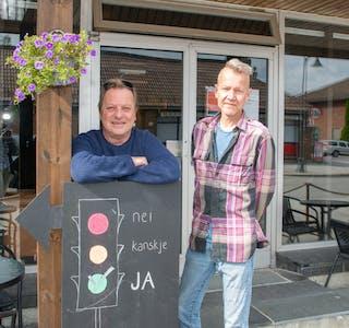 Dette blir de nye driverne av 2 Glass i Lunde. Ronny Lennebrink og Mats Åstrøm skal drive baren videre fra september, og satser på et helårstilbud i kanalbygda.