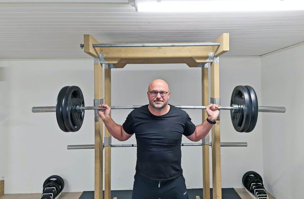 Hemmeligheten: I kjelleren til Frode Rui, har han bygget sine egne spesialapparater for styrketrening. Disse gjør at han kan trene mer effektivt, noe som kan være tyngden på vekstskålen for at han når sitt mål om VM-medalje i Canada, neste år.