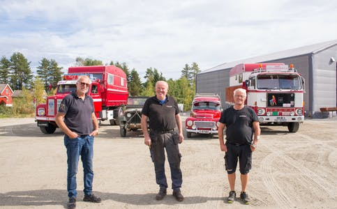 Veterandagene måtte avlyses i fjor, men nå er disse karene klare til å ønske motorinteresserte velkommen tilbake til Lunde 18. september. Fra venstre: Karl Johan Olsen, Hans Kristian Fahre og Thor Åge Torsberg.